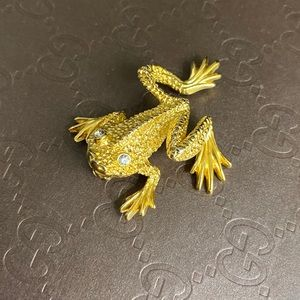 Adorable St.John Frog Pin